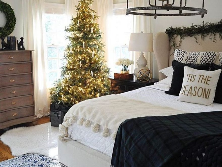 Perfect Christmas Bedroom Decorating Ideas13