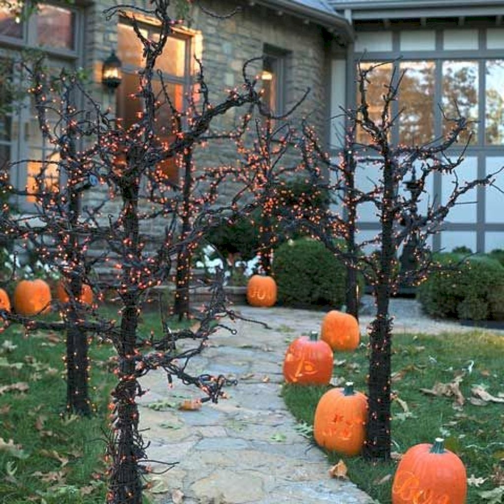 Amazing Outdoor Halloween Decorations Ideas For This Year34