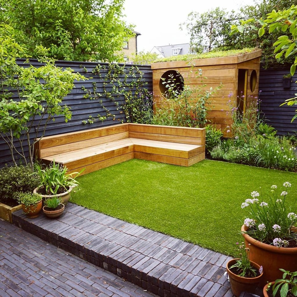 20+ Chic Small Courtyard Garden Design Ideas For You ... on Courtyard Patio Ideas id=13691
